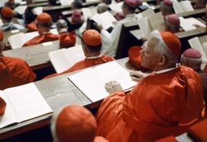 1965 : Cardinaux participant à une session du concile Vatican II, Rome, Vatican. 1965: Cardinals during Vatican II Council, Rome, Vatican.
